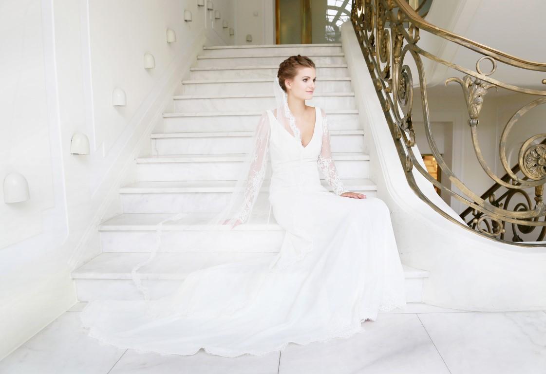 81 Alexandra Brautkleid Hochzeitskleid Spitzenarm Spitzenborte Crêpe ...