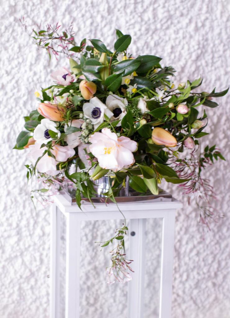Brautstrauss Maerz English Rosarium 2 Anemone natürlich gebunden