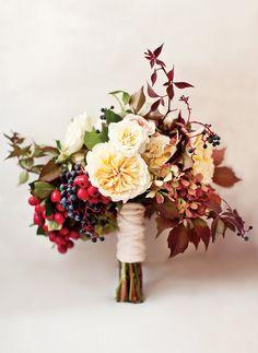 Brautstrauss Herbst Beeren Englische Rosen David Austen Rot Weiss